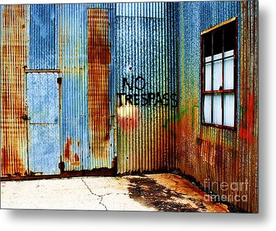 No Trespass Metal Print by Ronnie Glover