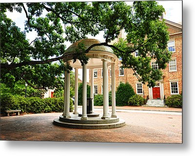 North Carolina A Student's View Of The Old Well And South Building Metal Print by Replay Photos