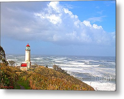 North Head Lighthouse Metal Print by Larry Keahey