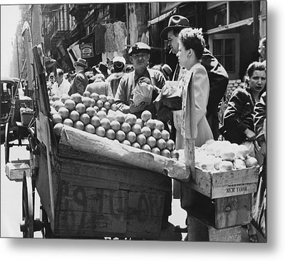 Ny Push Cart Vendors Metal Print by Underwood Archives