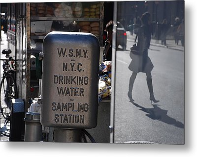 Nyc Drinking Water Metal Print by Rob Hans