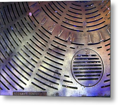 Nyc Grate Metal Print by Lola Connelly