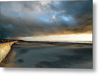 Ocean Beach Under Cover Metal Print by Daniel Furon