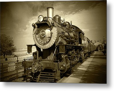 Old 475 - Bw Metal Print by Lou Ford
