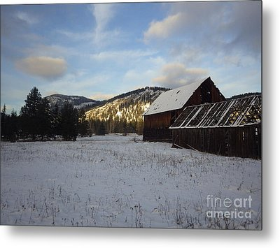 Metal Print featuring the photograph Old Barn 2 by Victor K