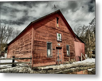Metal Print featuring the photograph Old Barn In Roslyn Wa by Jeff Swan