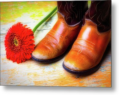 Old Boots And Daisy Metal Print by Garry Gay
