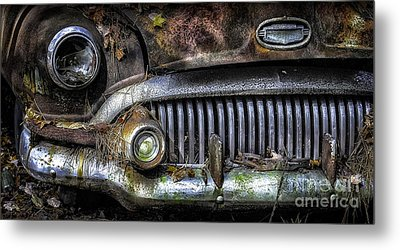 Old Buick Front End Metal Print by Walt Foegelle