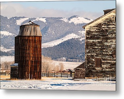 Old Farm Buildings Metal Print by Sue Smith