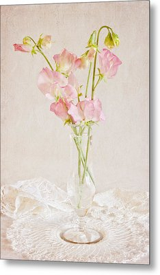 Old Fashioned Sweet Peas Metal Print by Sandra Foster