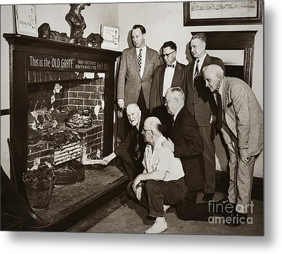 Old Grate That First Burned Anthracite Coal Successfully In The Old Fell House Wilkes Barre Pa Metal Print