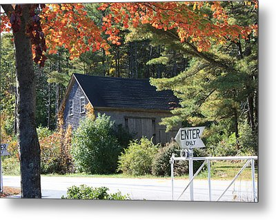 Old House Metal Print by Sue Mayor