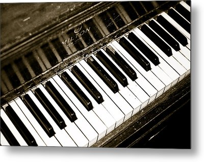 Old Piano Metal Print by Edward Myers