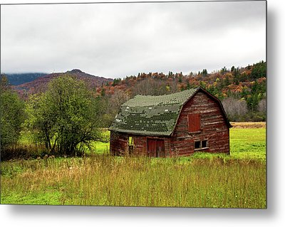 Old Red Adirondack Barn Metal Print