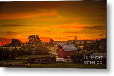 Old Red Barn Metal Print by Robert Bales