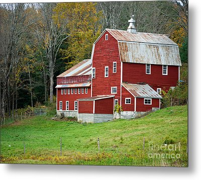 Old Red Vermont Barn Metal Print by Edward Fielding