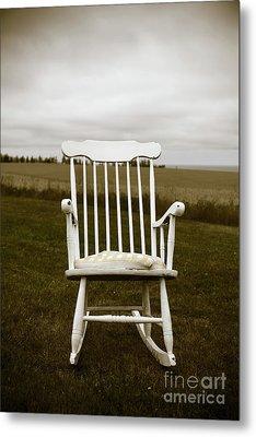 Old Rocking Chair In A Field Pei Metal Print