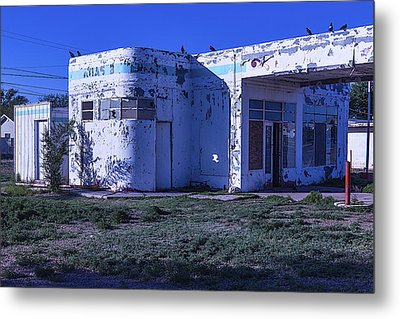 Old Run Down Gas Station Metal Print by Garry Gay