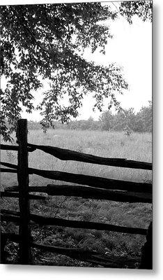 Old Sturbridge Fence In Black And White Metal Print by Belinda Dodd