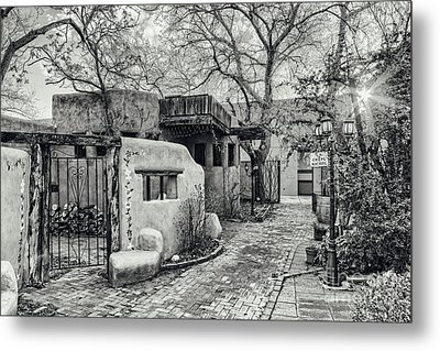 Old Town Albuquerque Secret Passageway In Black And White - Albuquerque New Mexico Metal Print