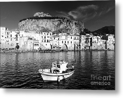 Old Town Of Fishermen Metal Print by Stefano Senise