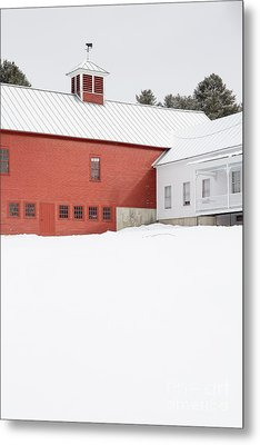 Old Traditional New England Farm In Winter Metal Print by Edward Fielding