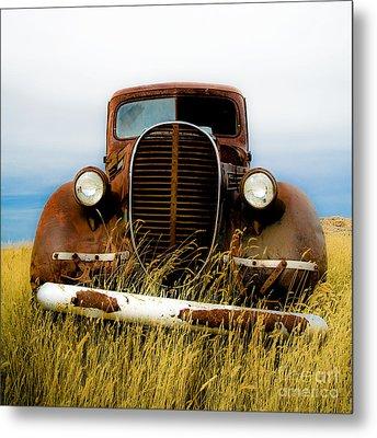 Old Truck In Field Metal Print by Emilio Lovisa