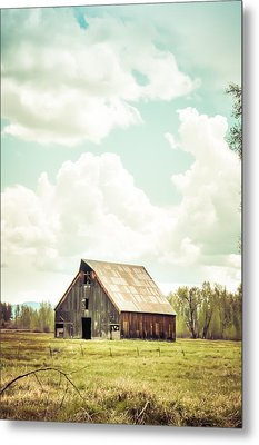 Olsen Barn In Green Metal Print