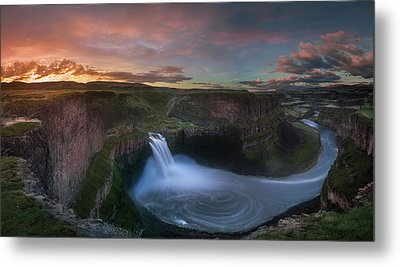 Metal Print featuring the photograph Palouse Falls Sunrise by William Lee
