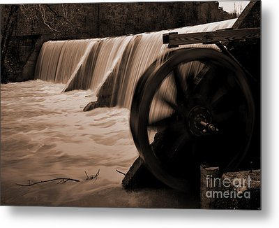 Panther Valley Water Wheel Metal Print by Fred Lassmann