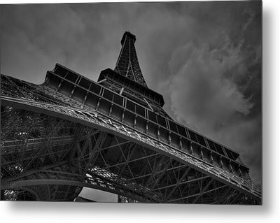 Metal Print featuring the photograph Paris - Eiffel Tower 001 Bw by Lance Vaughn