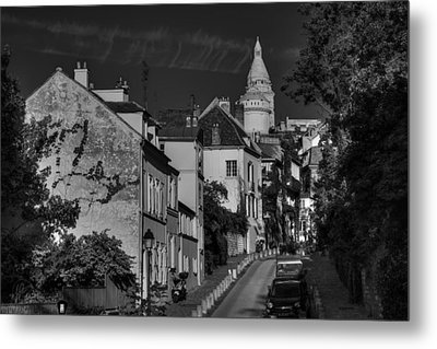 Metal Print featuring the photograph Paris - Montmartre Streetscape 002 Bw by Lance Vaughn