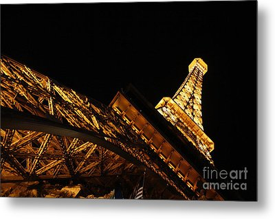 Metal Print featuring the photograph Paris by Wilko Van de Kamp