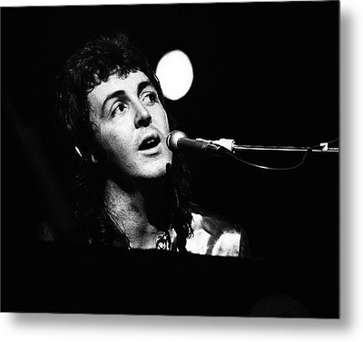 Paul Mccartney Wings 1973 Metal Print by Chris Walter