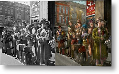People - People Waiting For The Bus - 1943 - Side By Side Metal Print