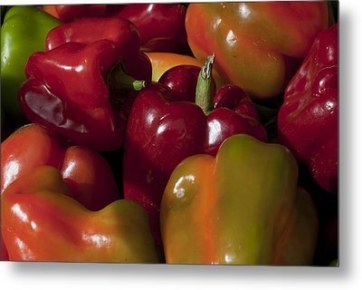 Peppers In The Late Afternoon Metal Print by Robert Ullmann