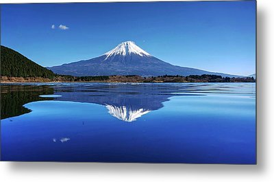 Metal Print featuring the photograph Perfect Shape, Perfect Blue by Peter Thoeny