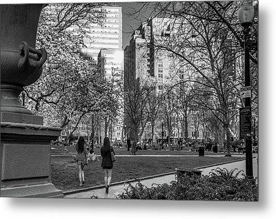 Metal Print featuring the photograph Philadelphia Street Photography - 0902 by David Sutton