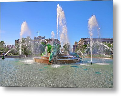Metal Print featuring the photograph Philadelphia - Swann Fountain At Logan Square by Bill Cannon