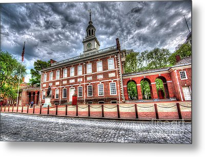 Philadelphia's Independence Hall Under The Clouds Metal Print by Mark Ayzenberg