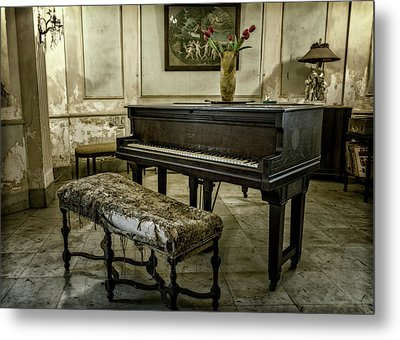 Metal Print featuring the photograph Piano At Josie's House by Joan Carroll