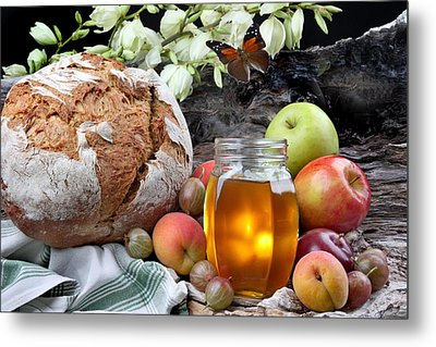 Picnic Metal Print by Manfred Lutzius