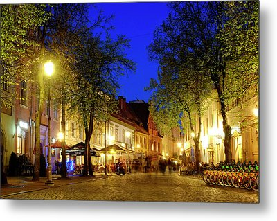 Metal Print featuring the photograph Pilies Street by Fabrizio Troiani