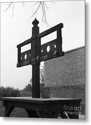 Pillory In Colonial Williamsburg Metal Print by H. Armstrong Roberts/ClassicStock
