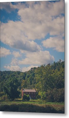 Metal Print featuring the photograph Plantation House by Shane Holsclaw