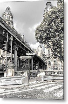 Pont De Bir-hakeim, Paris, France Metal Print
