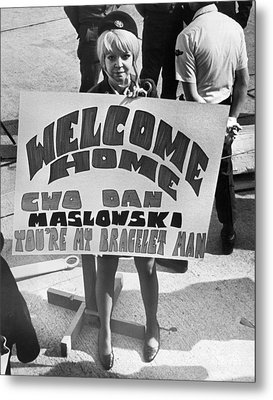 Pows Arrive Home Metal Print by Underwood Archives