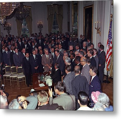 President Johnson Signs Civil Rights Metal Print by Science Source