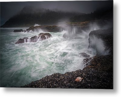 Metal Print featuring the photograph Raging Waves On The Oregon Coast by William Lee