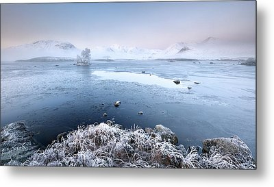 Black Mount Misty Winter Sunrise Metal Print by Grant Glendinning